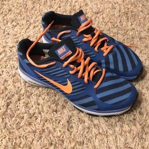 Size 8 Nike tennis shoe